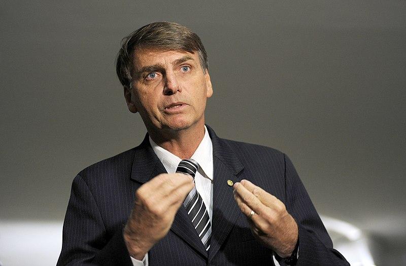 Bolsonaro: baj van a fején